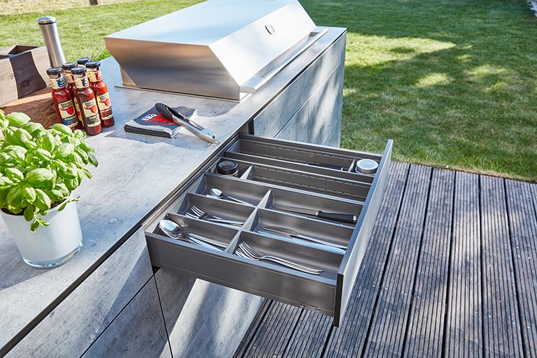 bbqtion outdoorküche insellösung besteckschublade aqua-saar